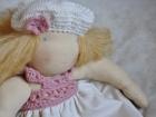 Bambola Bionda con Cappellino