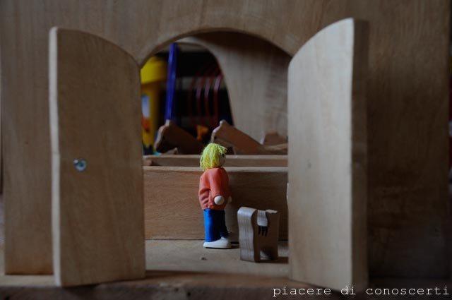 casetta bambole di legno