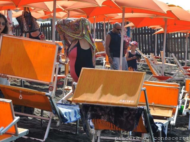 gente in spiaggia a Ladispoli