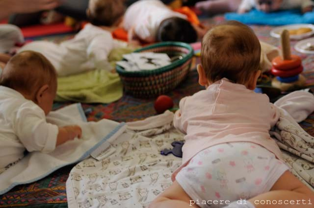 baby massaggio neonati