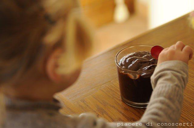 tipo nutella fatta in casa, cioccolata spalmabile vegana fatta in casa