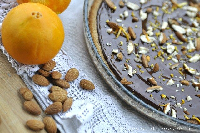 torta-vegana-cioccolato-arancia-e-mandorle senza latte ne uova
